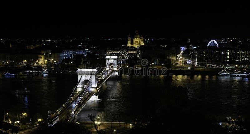 Widok most Cadentas i katedra od punkt widzenia lokalizować w Buda kasztelu, Budapest, Węgry zdjęcie royalty free