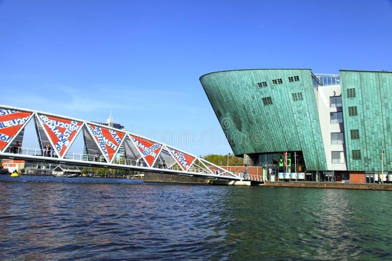 Widok most Centrum NEMO i nauka, Amsterdam, holandie obrazy royalty free