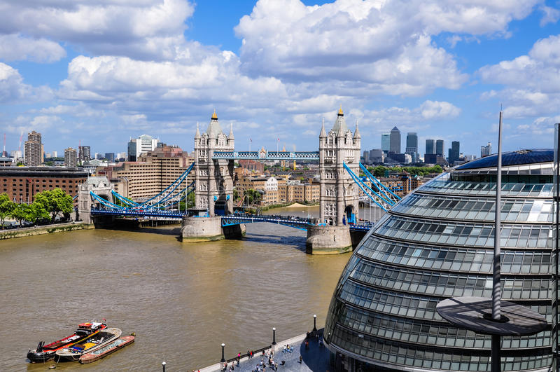 Widok most, urząd miasta i Canary Wharf Londyn wierza, zdjęcia royalty free