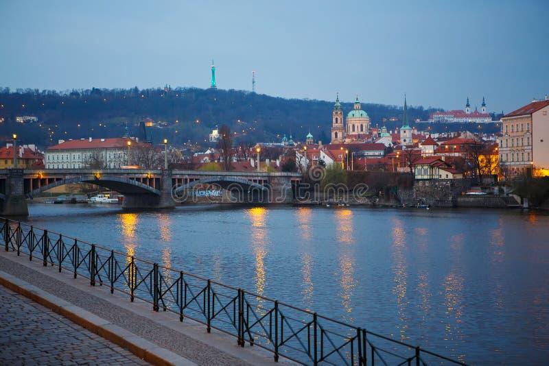 Widok mosty na zimnym wiosny lub jesieni ranku, Praga, th zdjęcie stock