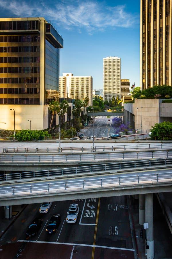 Widok mosty nad kwiat ulicą w w centrum Los Angeles, Cal fotografia stock
