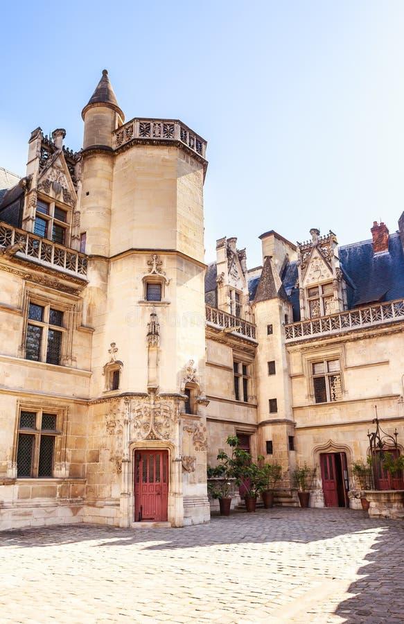 Widok Musee De Cluny, punktu zwrotnego muzeum narodowe Paryż, Francja zdjęcie stock