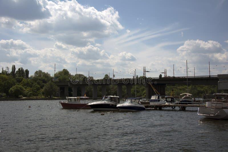Widok na łodziach od rzeki fotografia royalty free