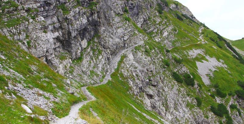Widok na śladzie w karwendel górach europejscy alps obrazy stock