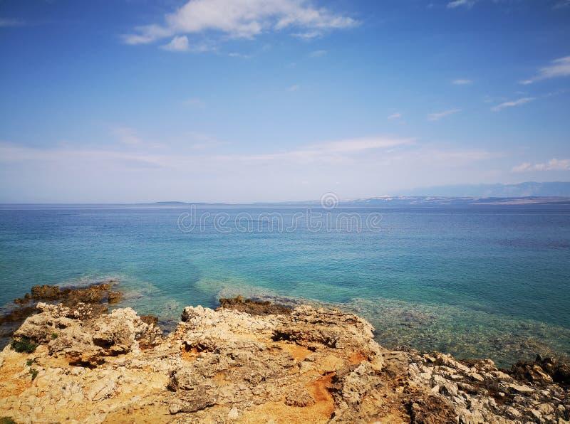 Widok na Adriatyckim morzu od Vir wyspy w Chorwacja fotografia stock