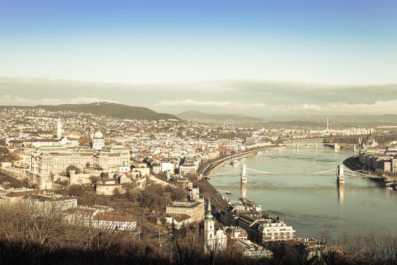 Widok na Budapest od Gellert wzgórza, Węgry Domy, rzeczny Danub obraz stock