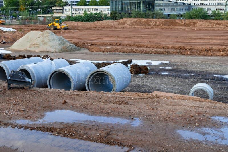 Widok na budowie blisko staci kolejowej w Heidelberg: szaniec i roadworks Heidelberg Niemcy, Październik 3 201, - obraz stock
