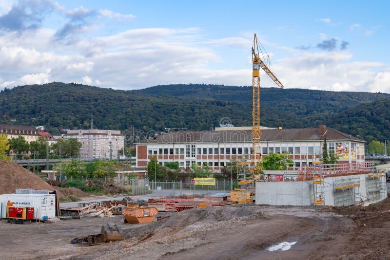 Widok na budowie z starym urzędu pocztowego budynkiem w tle Heidelberg Niemcy, Październik, - 3 2017 zdjęcia royalty free