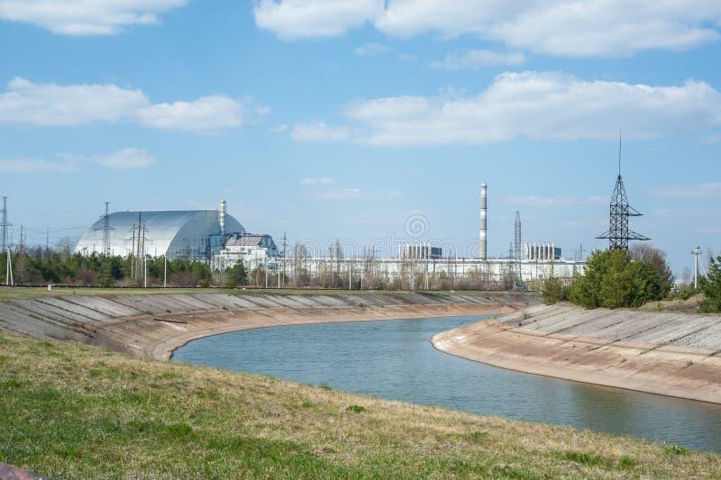 Widok na Chernobyl jądrowej stacji, 4 th władzy jednostki z sarkofag, pogodna pogoda obraz stock