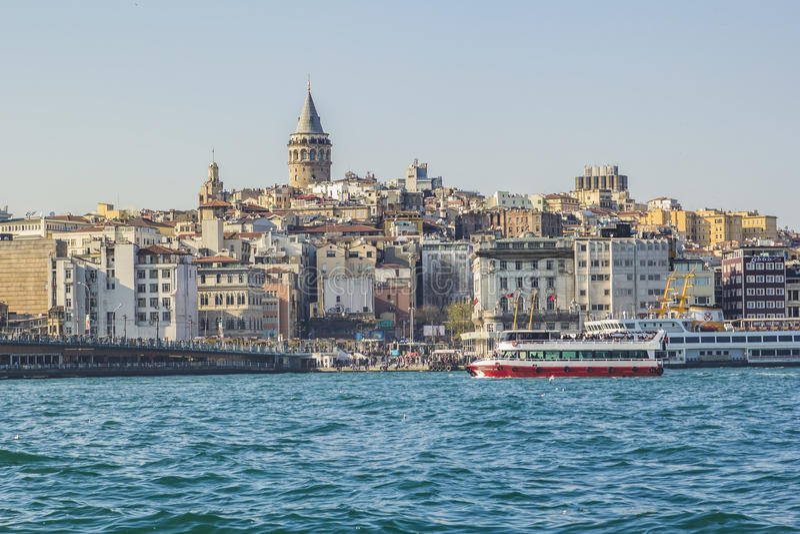 Widok na Europejskiej stronie Karakoy i Galata Górujemy zdjęcie royalty free