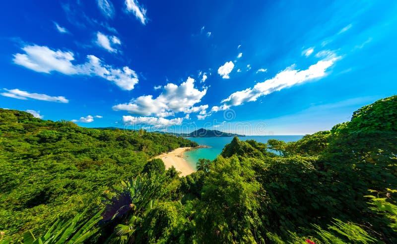 Widok na idyllicznym egzota wybrzeżu na słonecznym dniu w Tajlandia obrazy stock