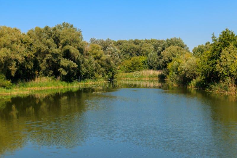 Widok na Khorol rzece w Myrhorod, Ukraina zdjęcia stock