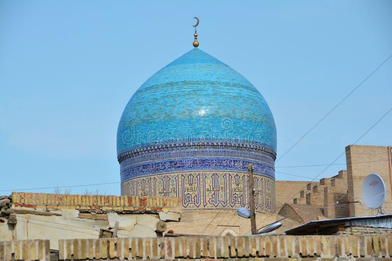 Widok na meczecie od dachu w Bukhara zdjęcie stock