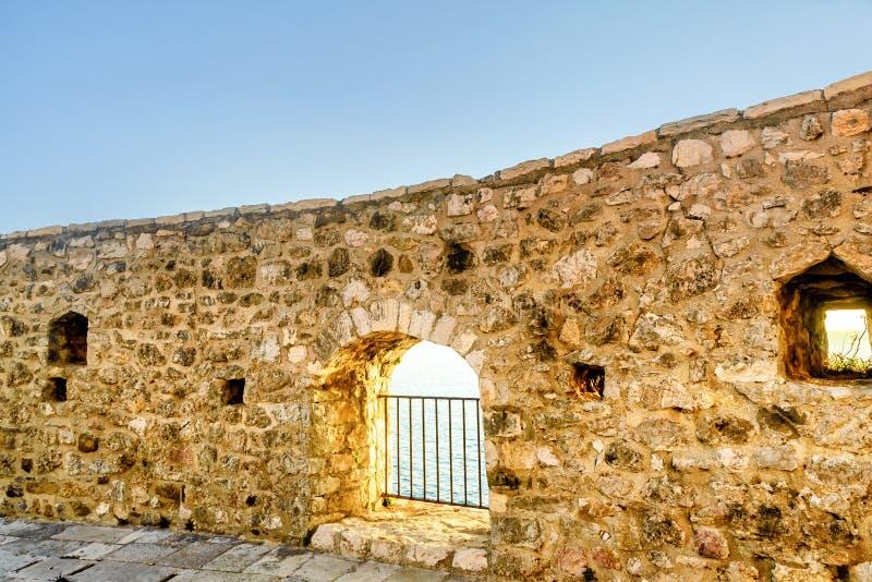 Widok na morzu od fortecznego okno w starym grodzkim Ulcinj, Mon obrazy royalty free