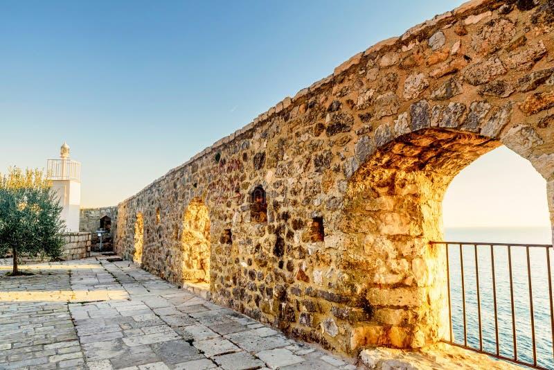 Widok na morzu od fortecznego okno w starym grodzkim Ulcinj, Montenegro obraz stock