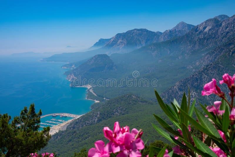 Widok na morzu od obserwacja pokładu TÃ ¼ nektepe Teleferik Tesisleri w Antalya, Turcja obrazy royalty free