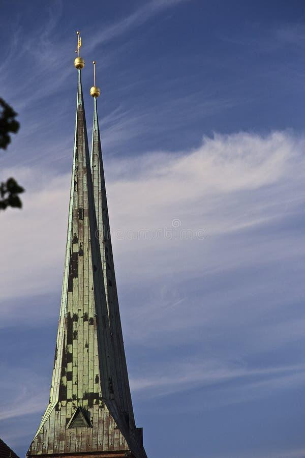 Widok na Nikolai ćwiartki kościół w Berlin fotografia stock
