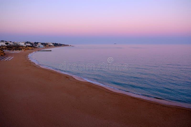 Widok na plaży Albufeira, Faro region Portugal algarve obrazy stock