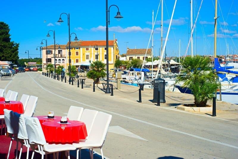 Widok na quay w Novigrad, Chorwacja zdjęcie royalty free
