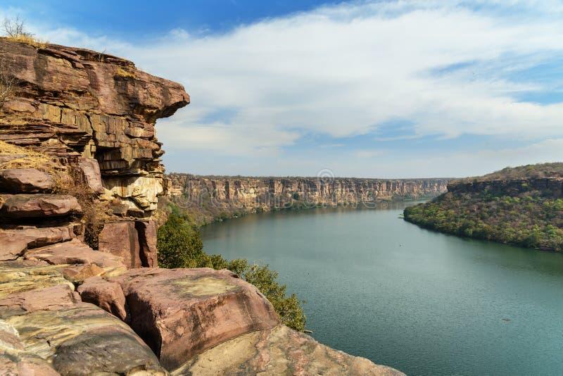 Widok na rzekę Chambal Valley w pobliżu świątyni Garadia Mahadev Kota Indie obraz stock