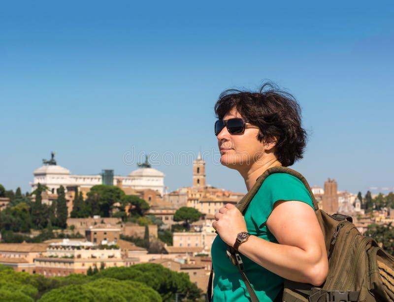 Widok na Rzym od pomarańcze ogródu, Giardino degli Aranci na Aventine wzgórzu W?ochy zdjęcia stock