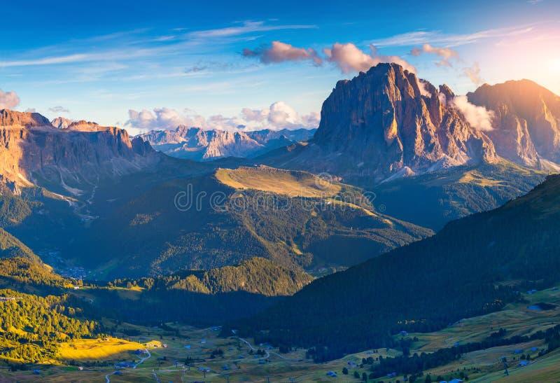 Widok na Sassolungo i Sella grupie, dolinny Garde (Langkofel) obrazy royalty free