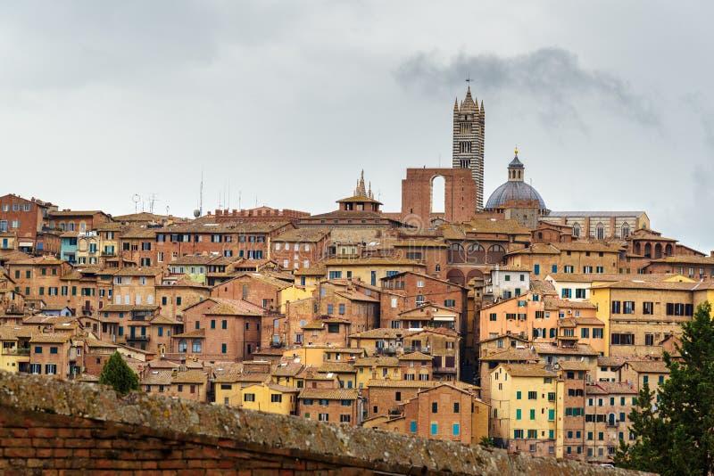 Widok na Siena mieście od bazyliki Maria dei Servi Włochy obraz royalty free