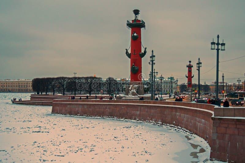 Widok na Strelka Vasilyevsky wyspa, zima pałac i admiralicja, obrazy royalty free