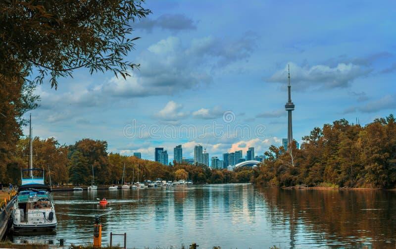 Widok na Toronto śródmieściu od wyspy obraz stock
