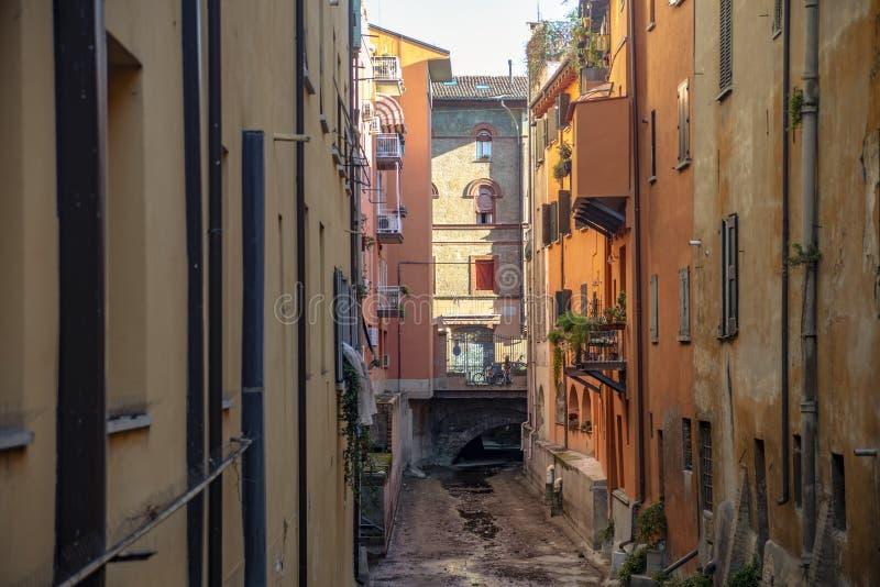 Widok na ulicie w centrum miasta Bologna, Włochy zdjęcia royalty free
