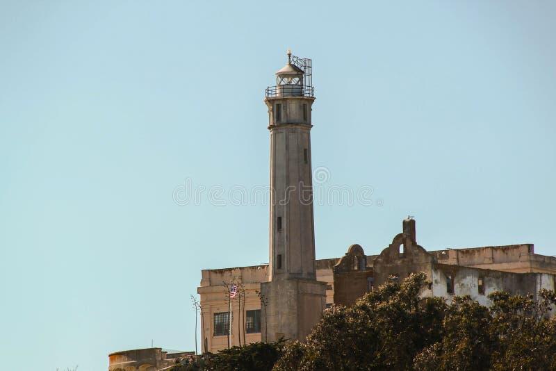 Widok na Wi??niarskim Alcatraz Latarnia morska na niebieskiego nieba tle Alcatraz wyspy t?o San francisco fotografia royalty free