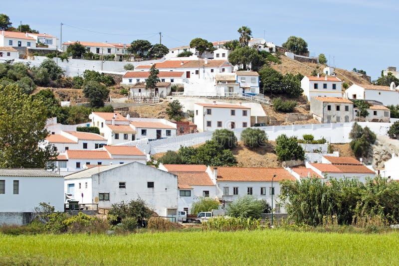 Widok na wiosce Aljezur Portugalia obrazy stock