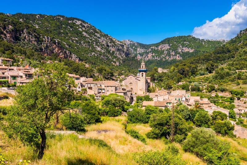 Download Widok Na Wiosce Valldemossa Mallorca Obraz Stock - Obraz złożonej z majorca, sławny: 106902209