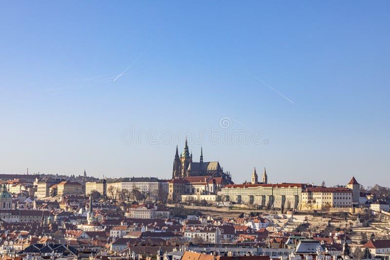 Widok na Zamek w Pradze z rzeką Vltava fotografia royalty free