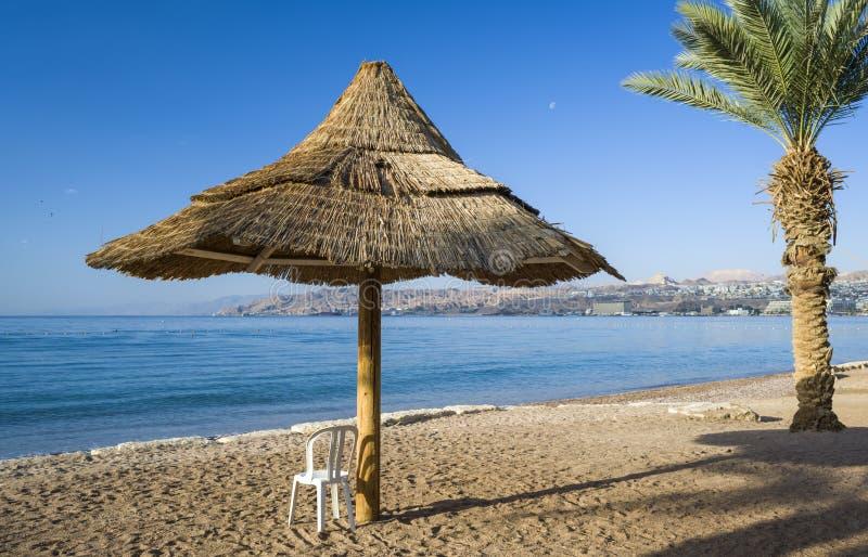 Download Widok Na Zatoce Aqaba Od Piaskowatej Plaży Eilat Obraz Stock - Obraz złożonej z parasol, zatoka: 28969841