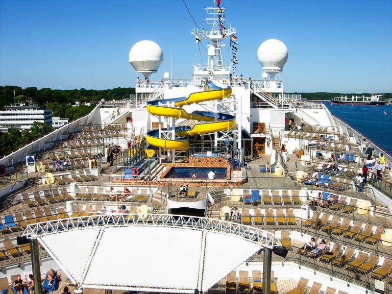 Widok nad basenu pokładem statek wycieczkowy Costa Magica obrazy stock