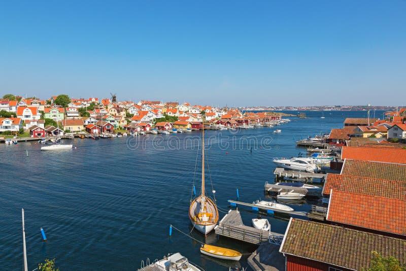 Widok nad brzegową wioską zdjęcia royalty free