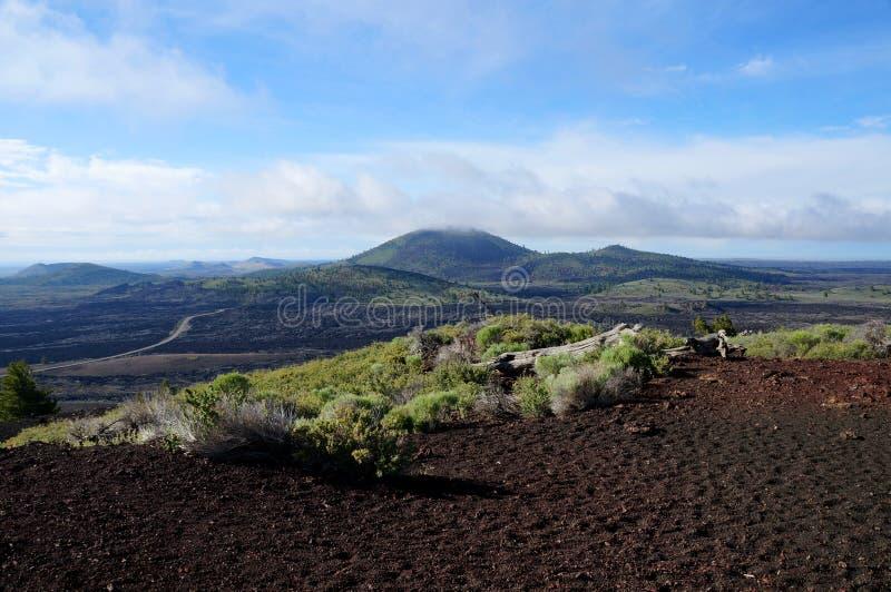 Widok nad czarnym powulkanicznym lawa krajobrazem od jatka rożka zdjęcie royalty free
