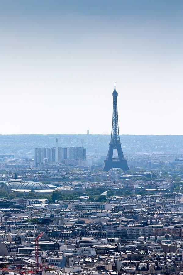 Widok nad dachami miasto Paryż Eifel wierza fotografia stock
