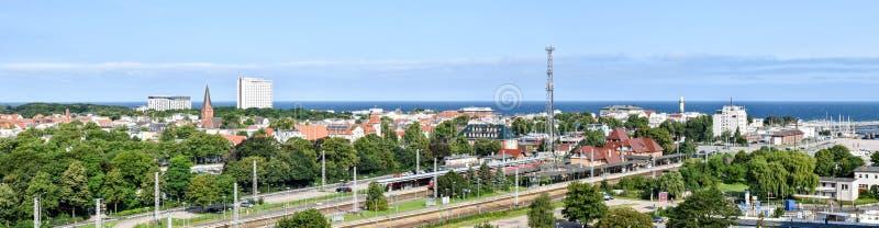Widok nad grodzkim Warnemà ¼ nde w stanie Mecklenburg-Vorpommern, Niemcy zdjęcia royalty free