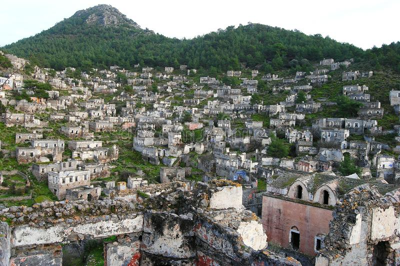 Widok nad Kayakoy miasto widmo w Turcja zdjęcie stock