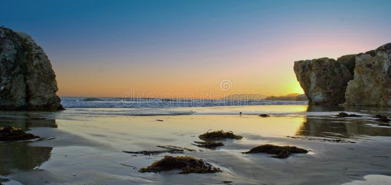 Widok nad oceanem spokojnym przy zmierzchem fotografia stock