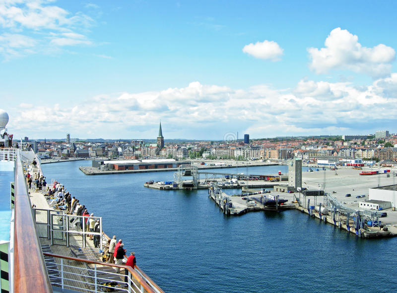Widok nad portem i miastem Aarhus zdjęcia stock