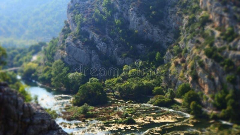 Widok nad spokojną doliną Roski siklawa przy Krka parkiem narodowym, Chorwacja fotografia stock