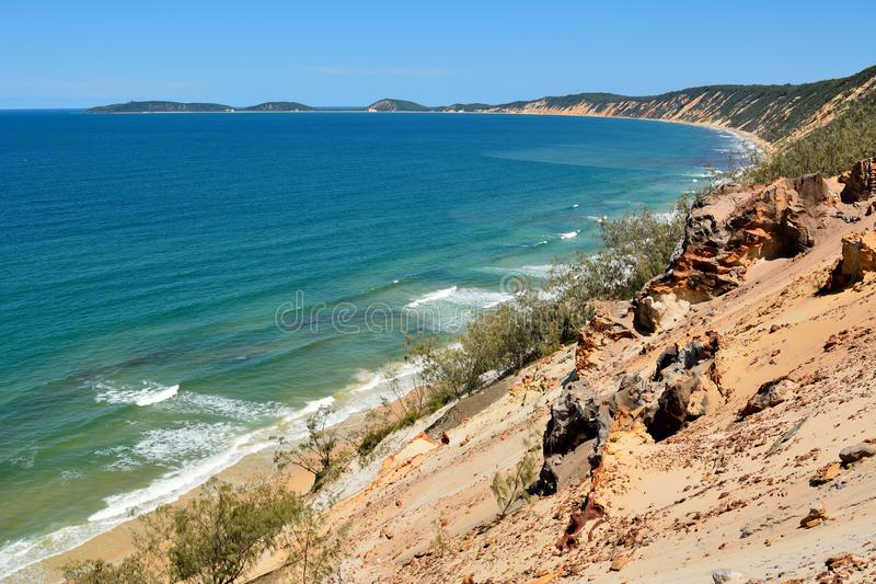 Widok nad tęczy plażą na Fraser wybrzeżu Queensland, Austr obraz stock