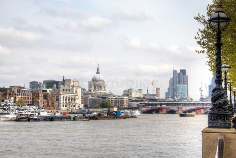 Download Widok Nad Thames Z Saint Paul Katedrą Obraz Stock - Obraz złożonej z london, kapitał: 53778311