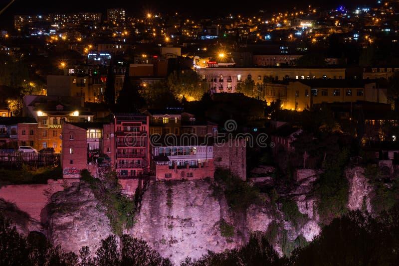 Widok nad tiflis historycznym centrum przy nocą zdjęcia royalty free