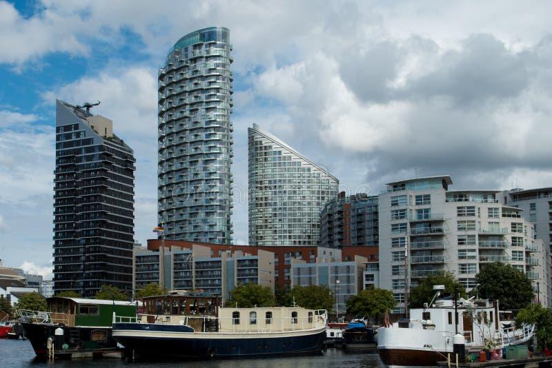 Widok nad Topolowym dokiem na rzecznym Thames fotografia stock