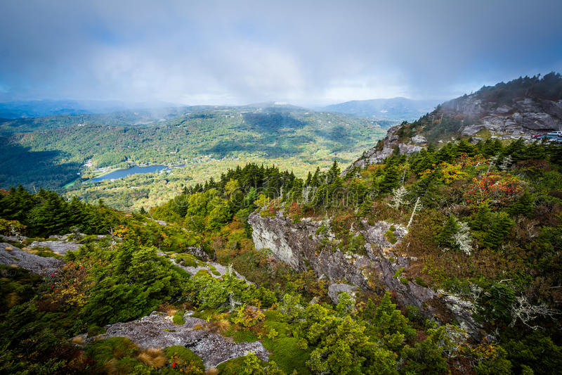 Widok niewygładzony krajobraz Dziadek góra blisko Linvi, zdjęcia stock