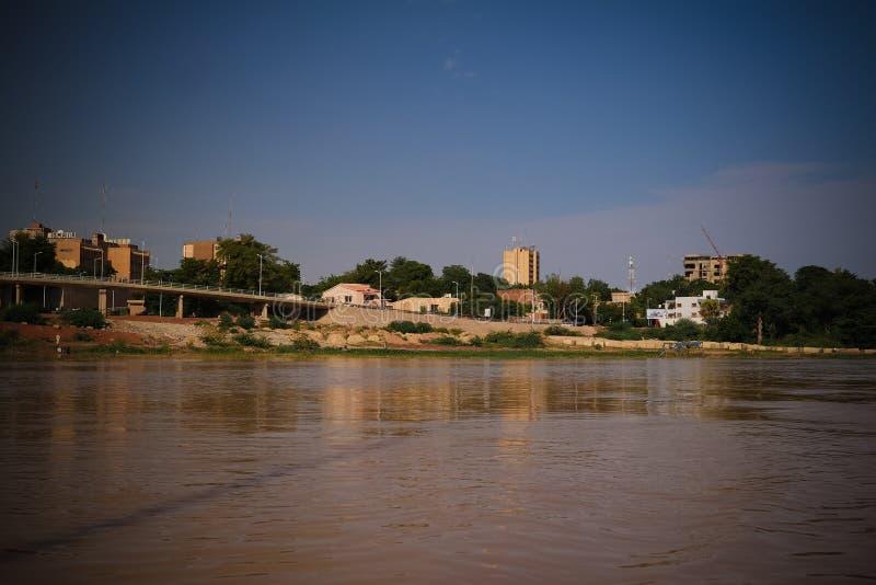 Widok Niger rzeka Niamey Niger i Niamey miasto zdjęcie royalty free